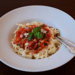 Spaghetti mit Tomaten, Knoblauch und Basilikum