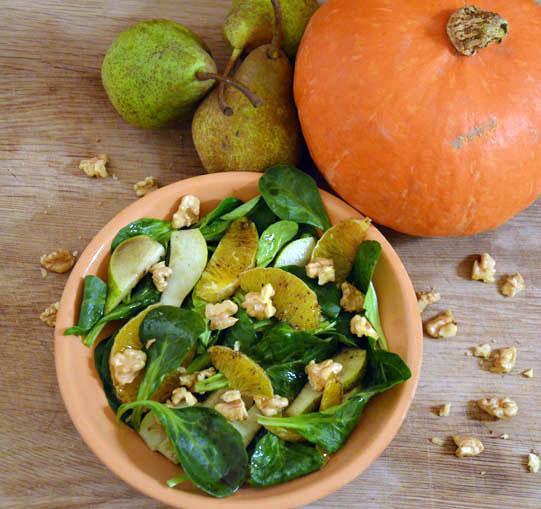 Herbst-Salat // Feldsalat mit Orangen, Birnen und Nüssen