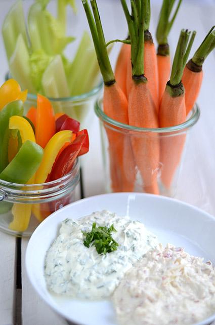 Gemüse-Sticks mit zweierlei Dips