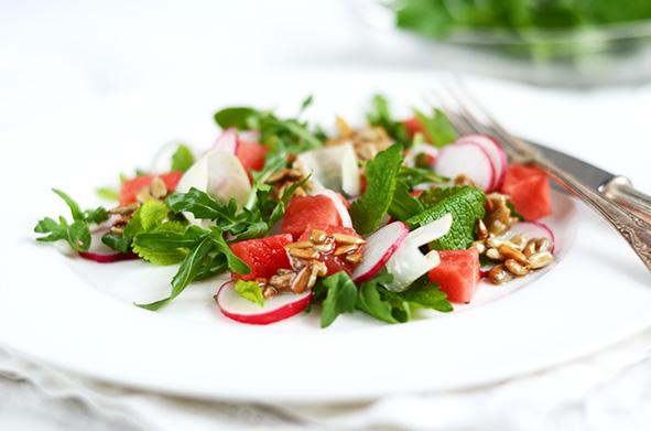 Radieschen-Rettich-Salat mit Melone und Zitronenmelisse