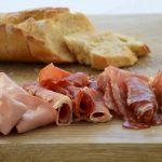 Antipasti-Aufschnitt: Mortadella, Salami, Parmaschinken, Pecorino