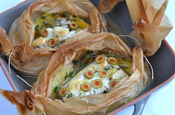 Heilbutt mit Zitrone und Oliven in Pergament gebacken