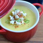 Mais-Suppe mit Popcorn