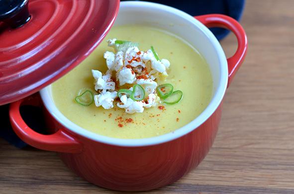 Maissuppe mit Popcorn