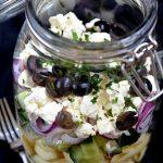 Griechischer Nudelsalat im Glas