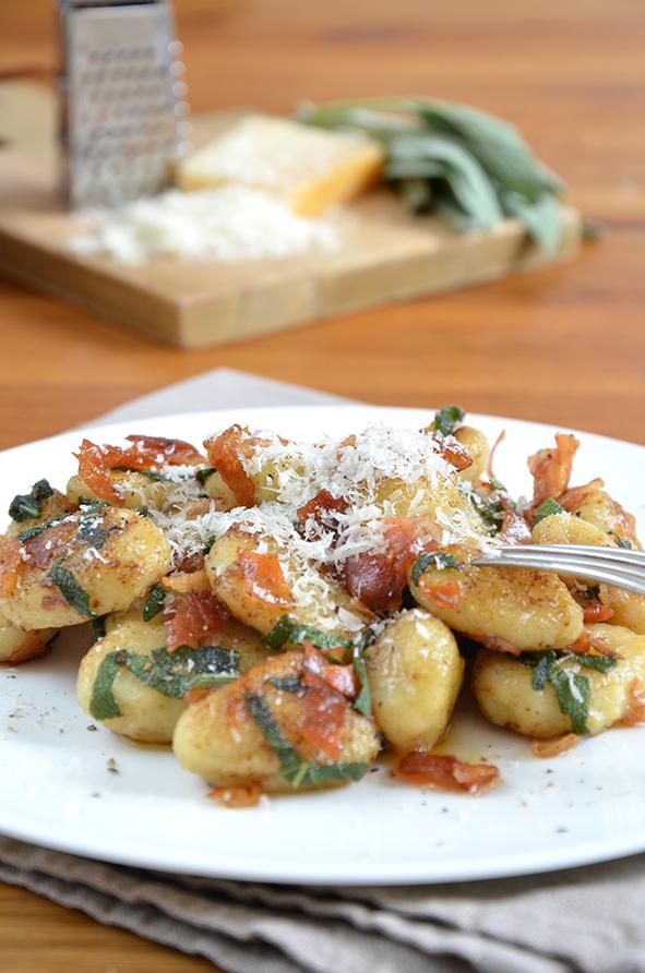 Gebratene Gnocchi mit Pancetta, Salbei und Parmesan