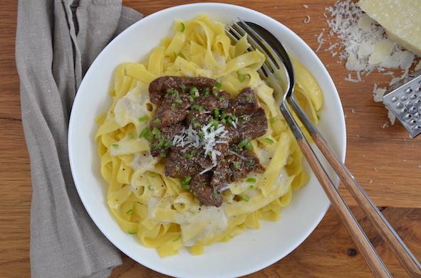 Tagliatelle mit Rotweinrinderfilet in Gorgonzola