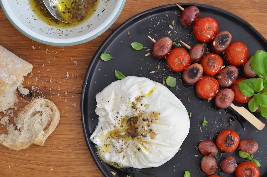 Burrata mit gegrillten Trauben und Tomaten nach Ottolenghi